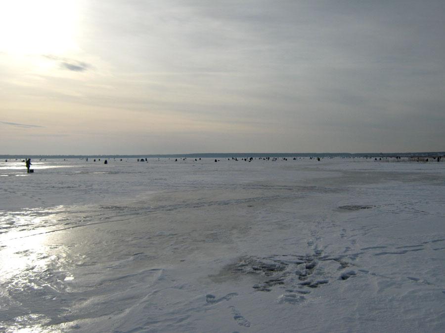 Урыбаков озеро Сагишты пользуется популярностью, особенно зимой (25.02.2015)
