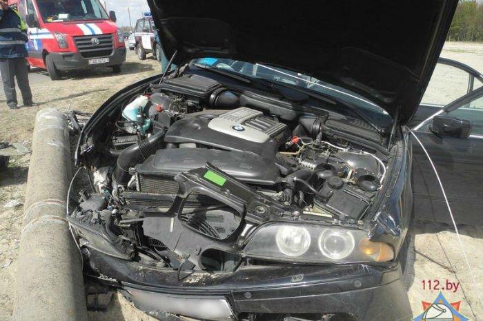 В Гомеле BMW ударился в столб- погиб пассажир