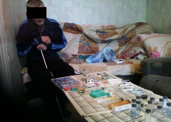 Вквартире вНижнекамске полицейские задержали троих наркоманов