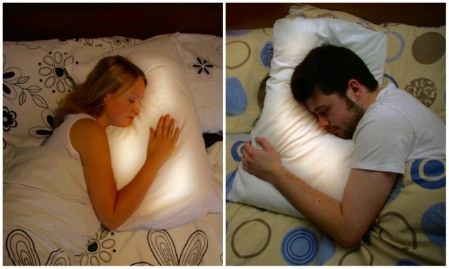 Студия Interaction Design разработала оригинальную подушку для парочек, которые хотят быть всегда вм