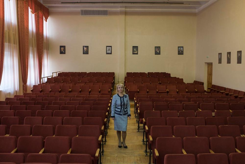 «Ценность таких репетиций в том, что на них дети общаются между собой, — замечает директор школы Све