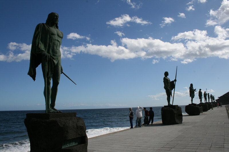 Канделярия, статуи Гуанчей