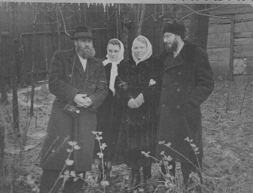 1952г загорск евг самуил кейвсар с женой зоей и зс и кпф