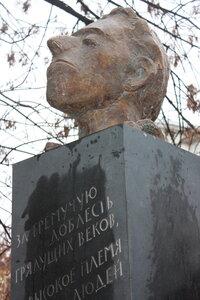 памятник Мандельштаму на улице Забелина