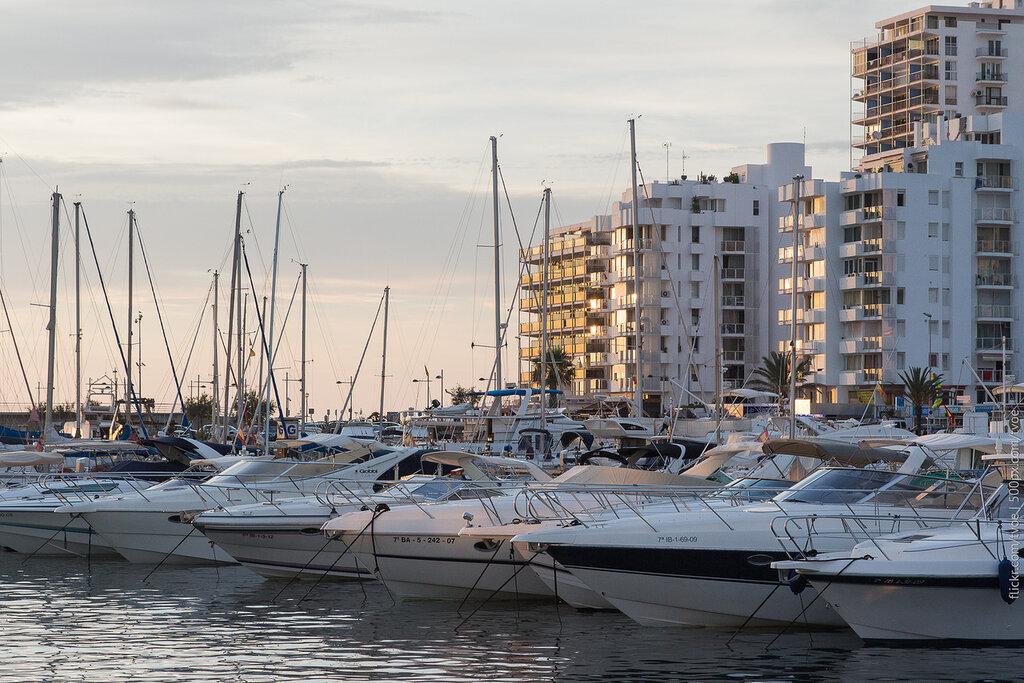 Закат и яхты в Сан-Антонио на Ибице