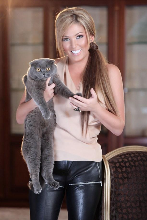 ЭИрина Дубцова и кошка