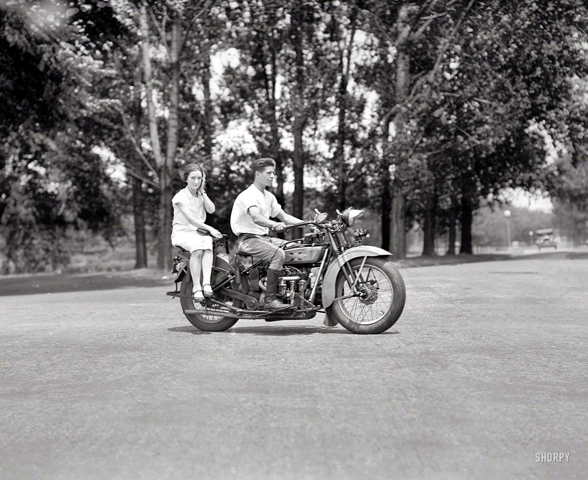 Мотоцикл с дамским сиденьем (Вашингтон, 1929 год)