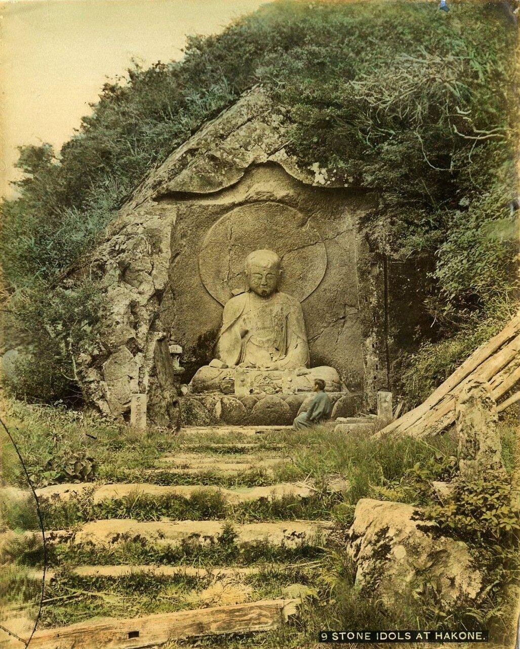 Каменные идолы в Хаконэ