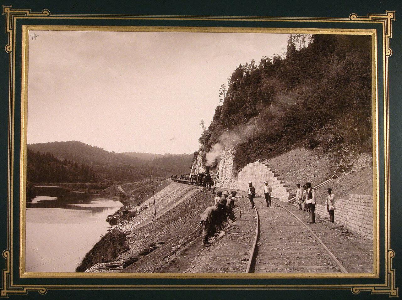 17. Рабочие во время укладки железнодорожного полотна вдоль реки Сим. 571-я верста, 1885-1889