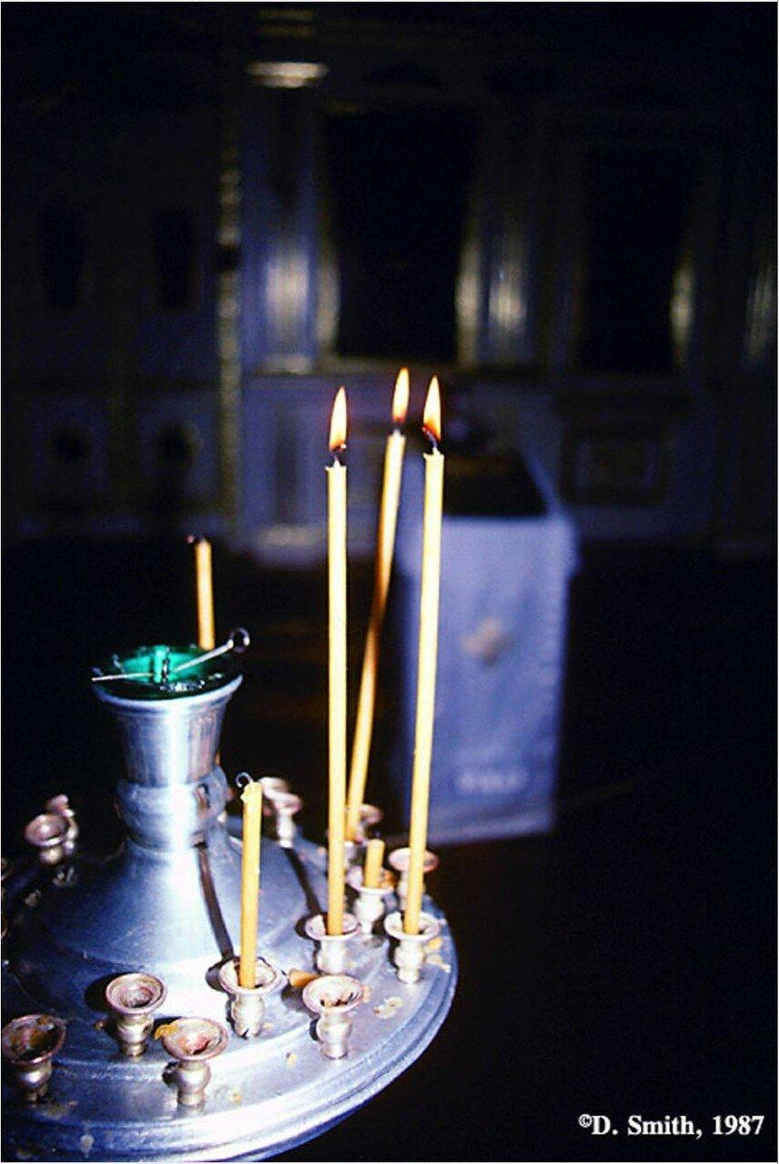 Свечи в Свято-Никольской церкви в Листвянке