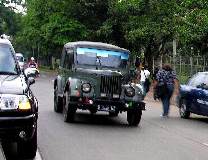 ГАЗ на улице Джакарты