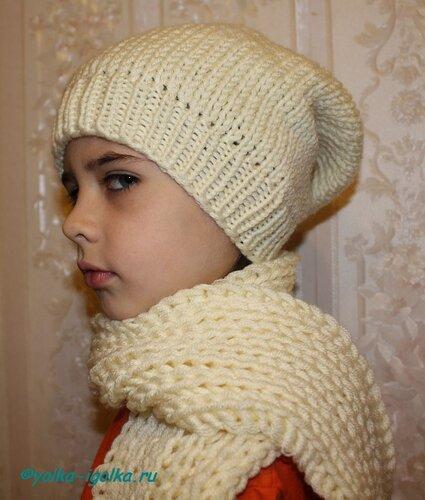 шапка-носок и шарф.