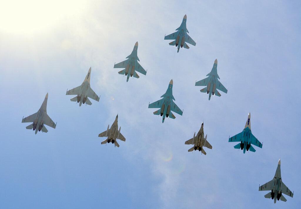 Parad27_Su_MiG.jpg