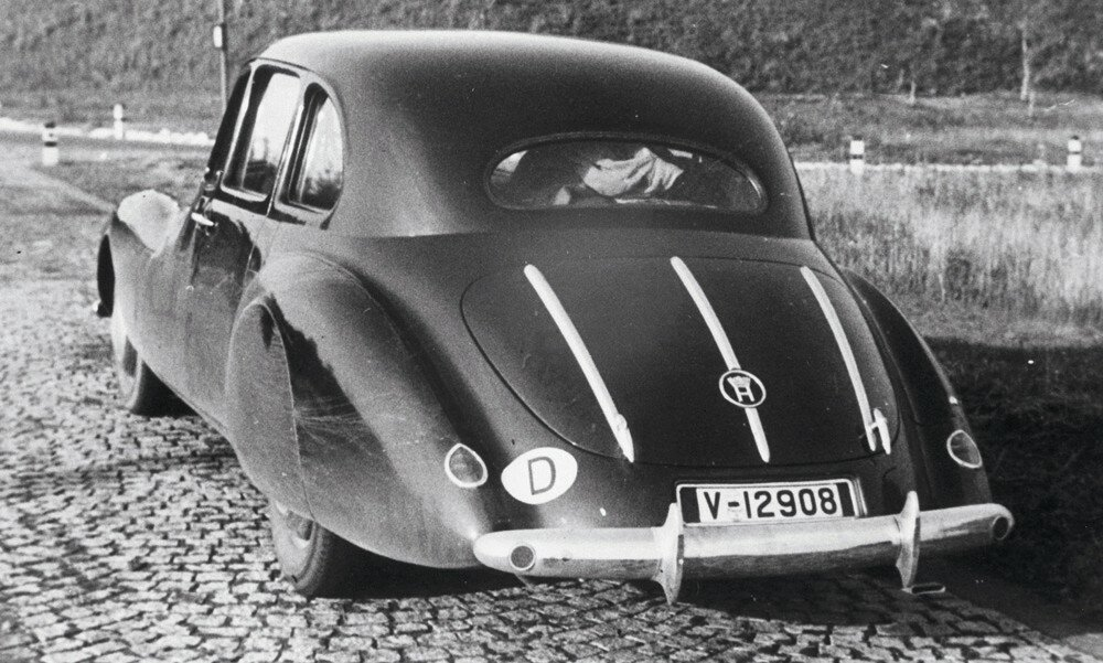 Streamline-the-Horch-930-S-was-conceived-as-a-luxury-touring-car-baixa-2.jpg