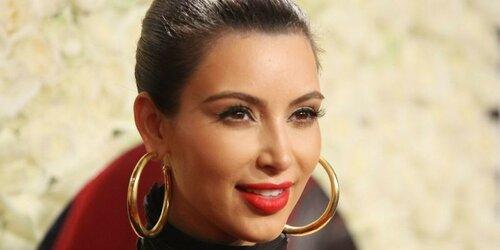 Ким Кардашьян раскрыла свой секрет идеального декольте