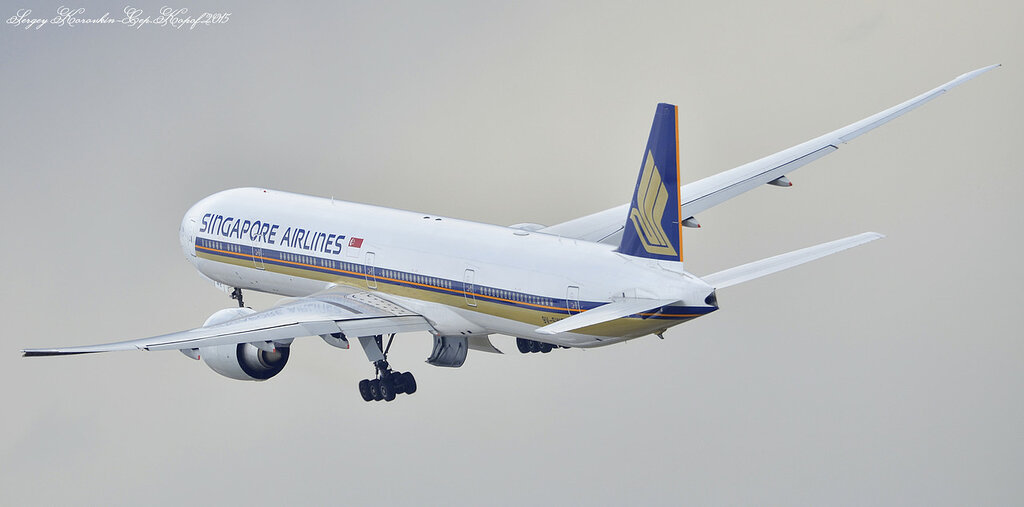 Singapore Airlines Boeing 777-312 9V-SWE
