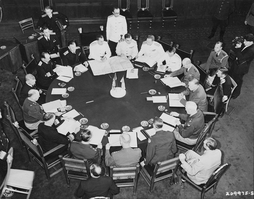 Высшие офицеры СССР и США на встрече начальников Генеральных штабов во время Потсдамской конференции.jpeg