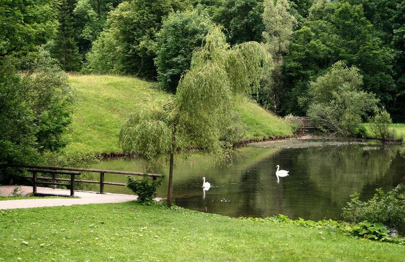 The park outside castle Linderhof.jpg