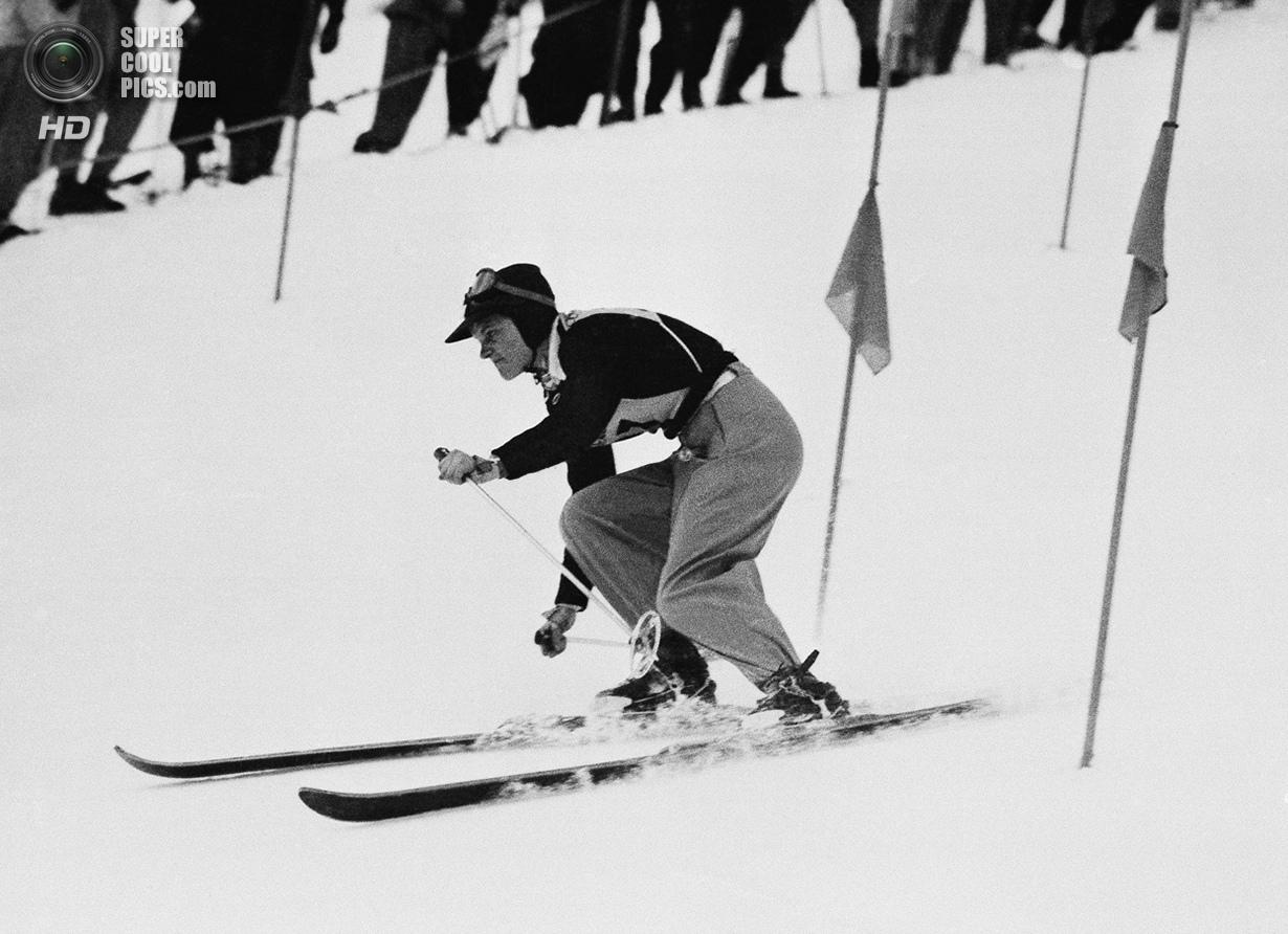 Швейцария. Санкт-Мориц, Граубюнден. 4 февраля 1948 года. 15-летняя Андреа Мид из США на соревнования