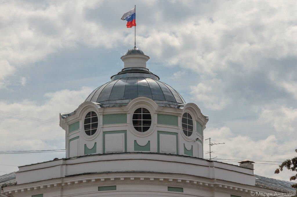 Флаг над зданием администрации
