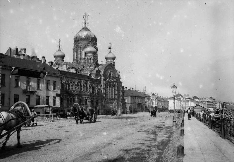 Ch._Chusseau-Flaviens_-_George_Eastman_House_-_Russie_les_quais_de_la_Neva_a_St_Petersbourg.jpg
