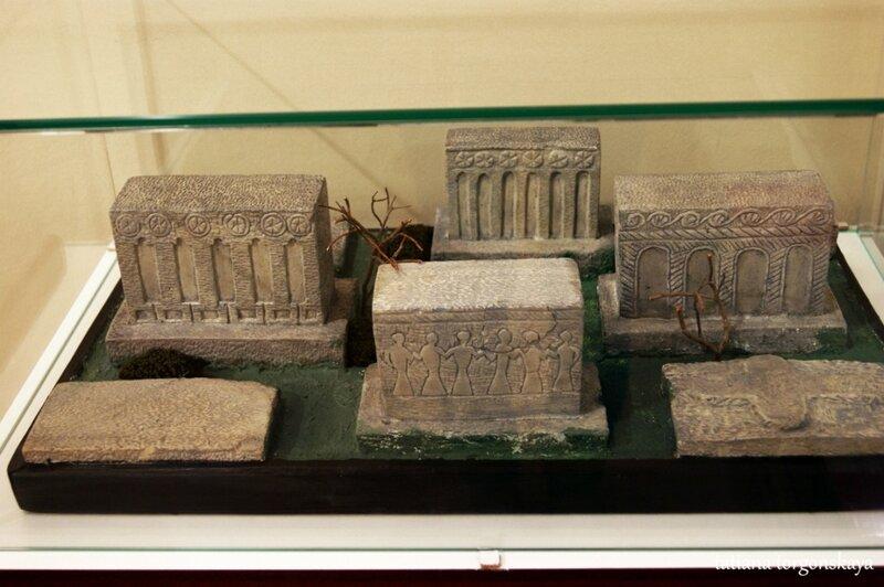 Макеты старинных надгробий
