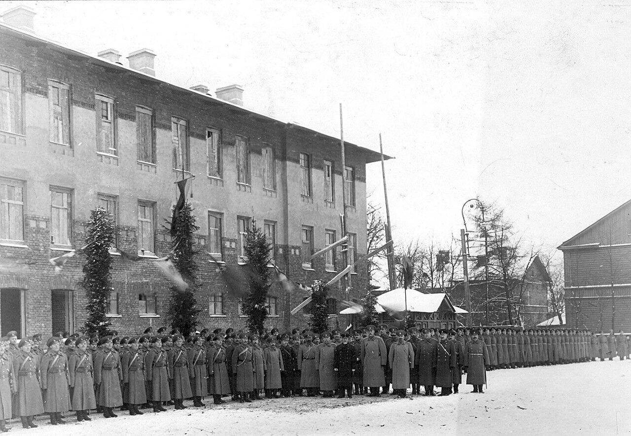 03. Личный состав бригады с премьер-министром Коковцовым В.Н. 1914