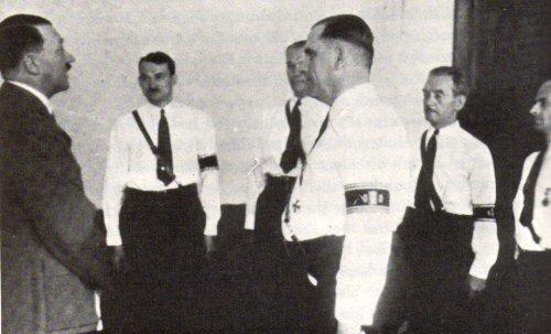 """Фриц Кун, предводитель """"German American Bund"""" встречается с Гитлером"""