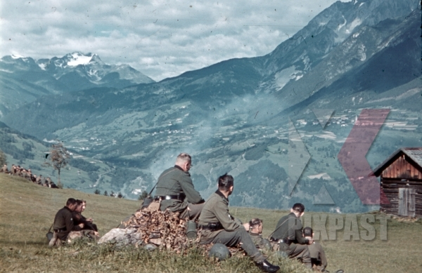 stock-photo-off-duty-at-the-zammer-alm-in-landeck-austria-1941-pontlatz-kaserne-11313.jpg