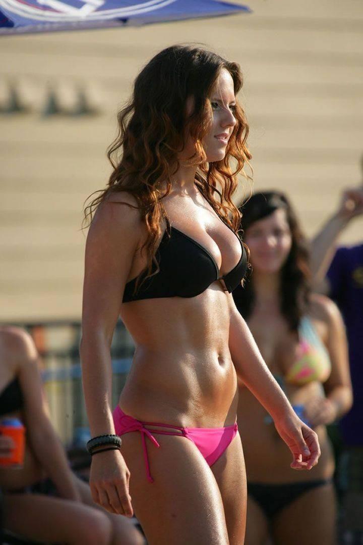rizhie-devushki-v-bikini