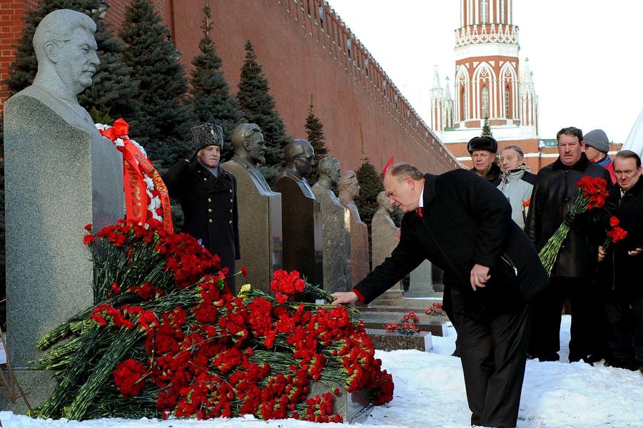 Зюганов и Сталин.png
