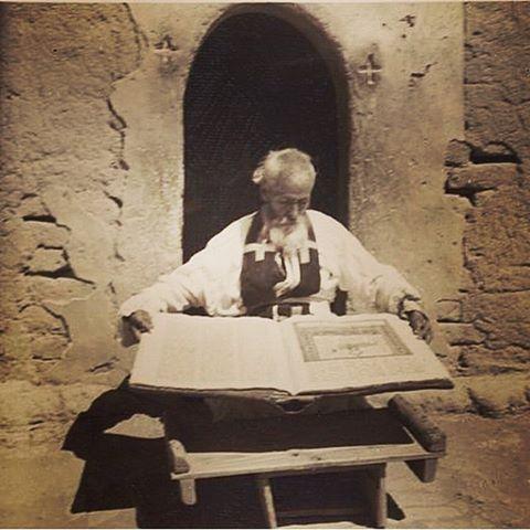 Ассирийские священники.