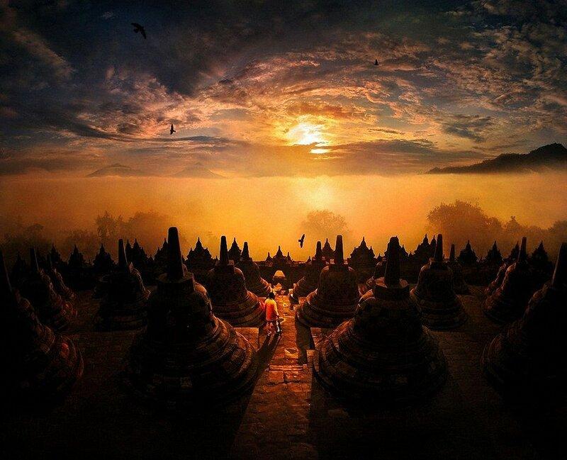 Буддийский храм Боробудур на острове Ява в Индонезии