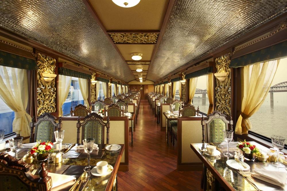 © alux.com  Самый дорогой пассажирский поезд вАзии. Копия индийского королевского дворца, ада