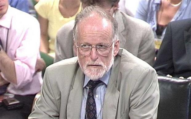 В 2003 году специалист по биологическому оружию Дэвид Келли анонимно обнародовал данные о том,
