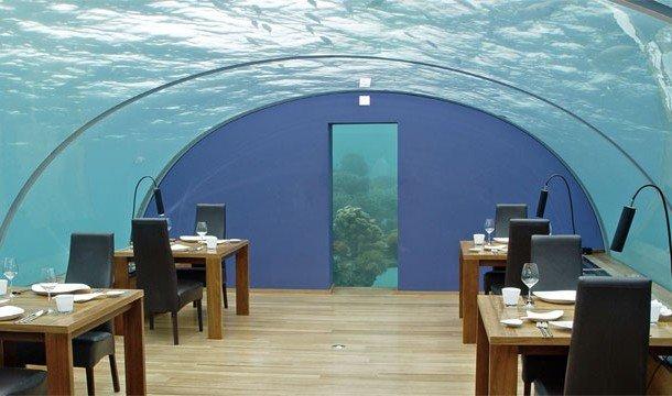 21. Подводный ресторан Ithaa (Остров Рангали, Мальдивы) Здесь можно пообедать в окружении морских об