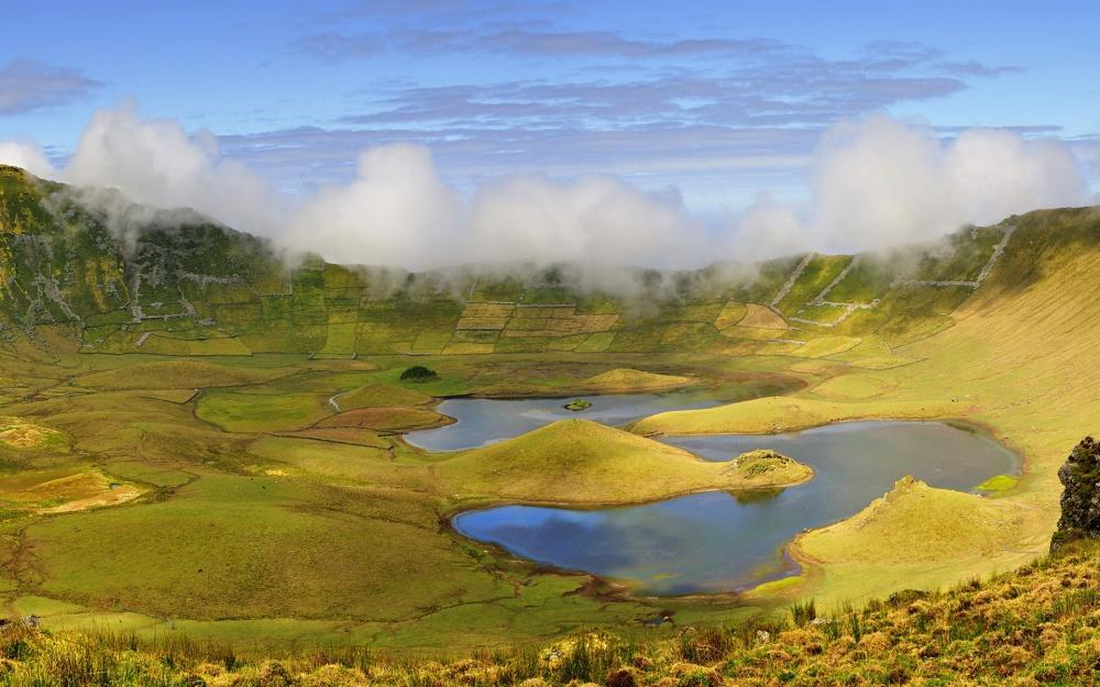 Озеро Лагоа-ду-Фогу, или Огненное озеро, Азорские острова.
