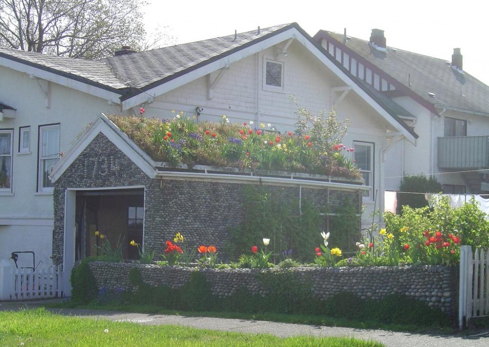 Маленький сад, доступный для воплощения налюбом дачно-огородном участке. Находчивое решение натему