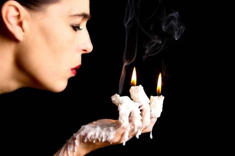 8. Что делать, если вы обожгли палец Чтобы снизить вероятность возникновения волдыря, надавите на ме