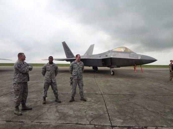 США отправили два истребителя F-22 наавиабазу вРумынии