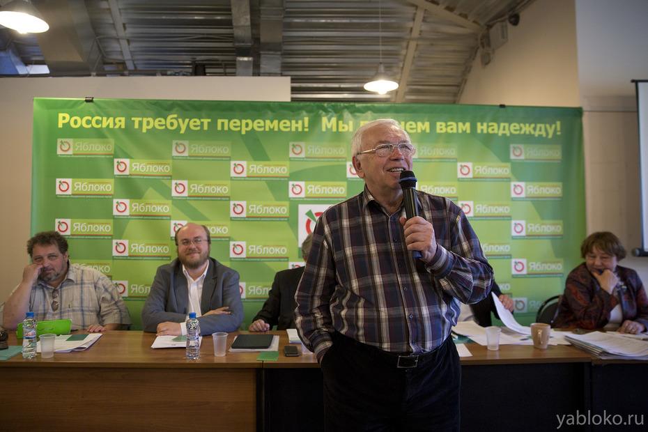 Экс-омбудсмен Владимир Лукин вернулся впартию «Яблоко»