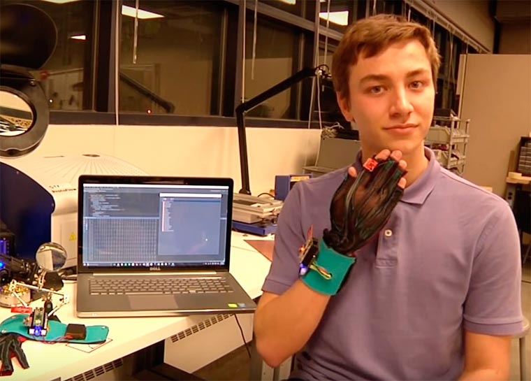 SignAloud - These gloves can translate sign language into words