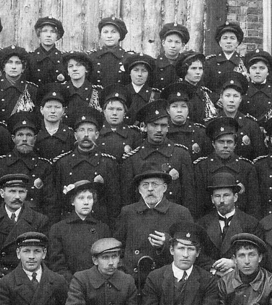 Вагоновожатые и кондукторы 1916 г. фр550.jpg