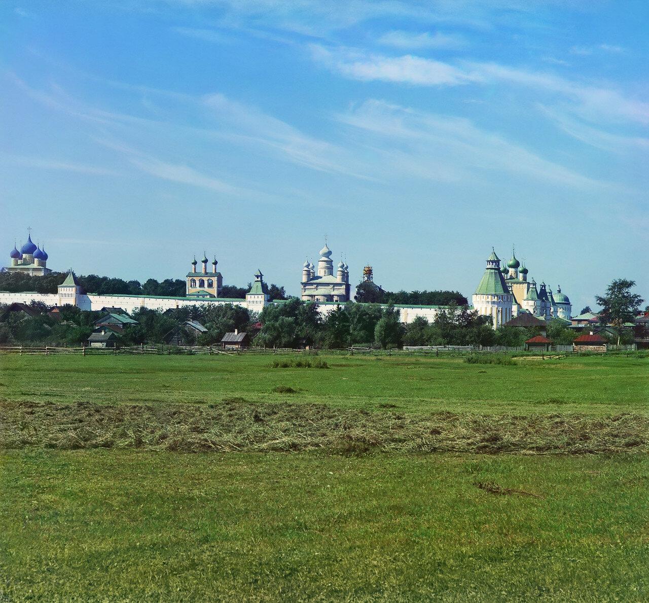 Вид на Борисоглебский монастырь от реки Устье