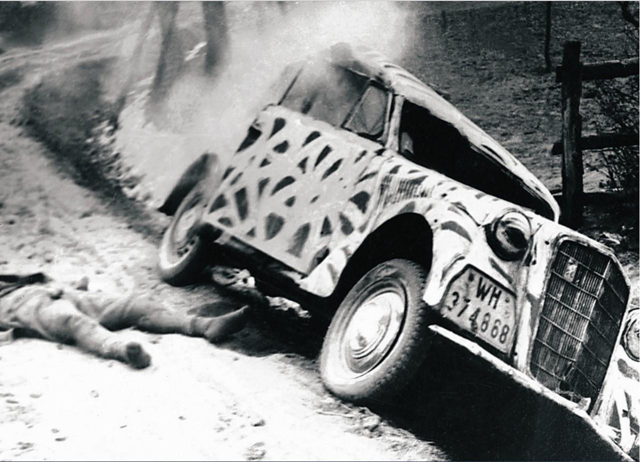 Действующая армия. На дорогах войны. Немецкие войска несут потери техники и «живой» силы