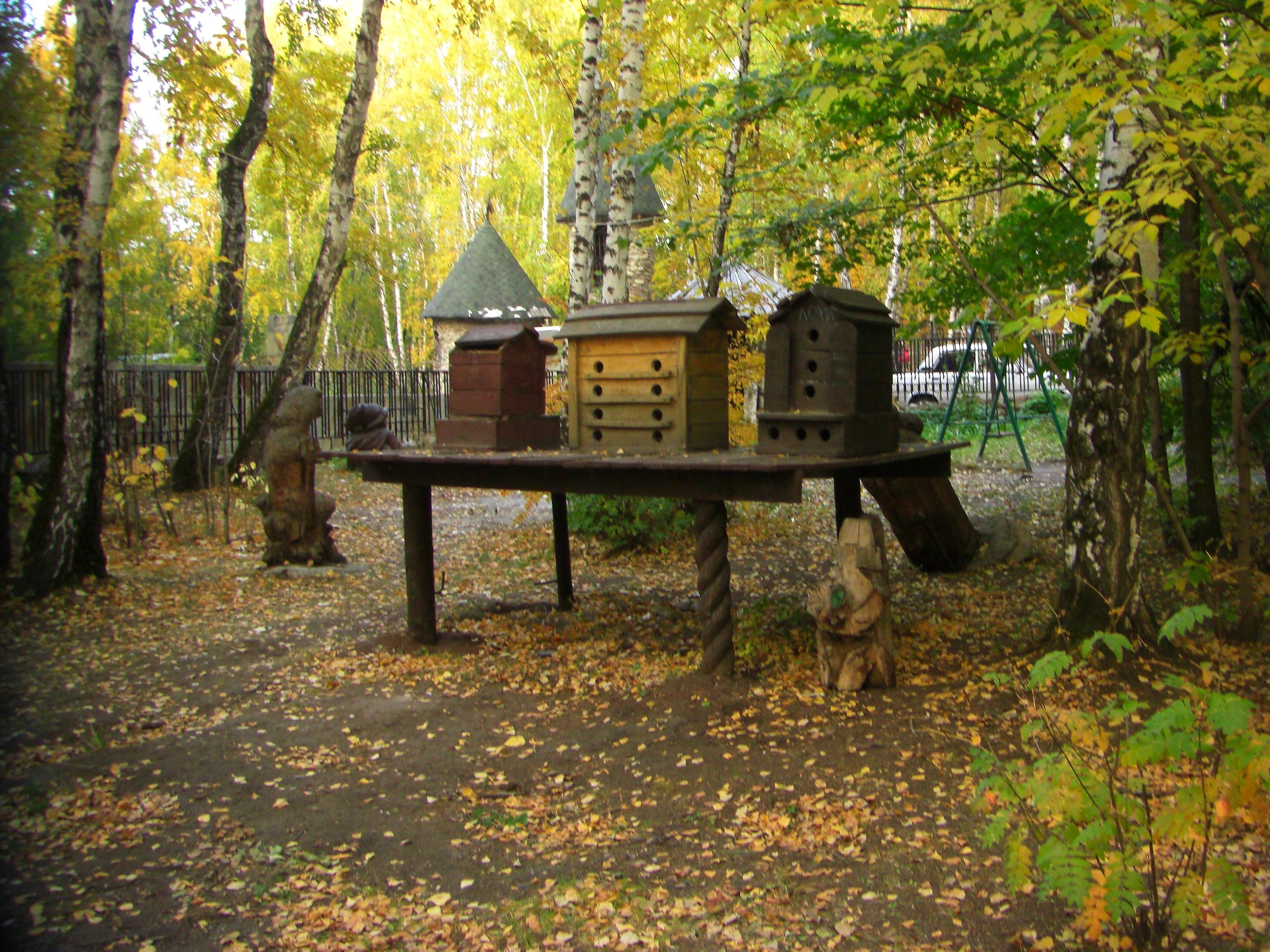 Домики для птиц впарке (18.10.2014)