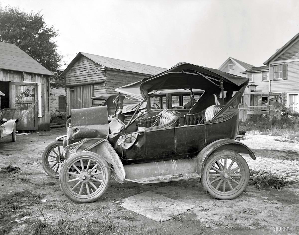Жертва аварии на площадке возле дома в окрестностях Вашингтона (1924 год) - 2