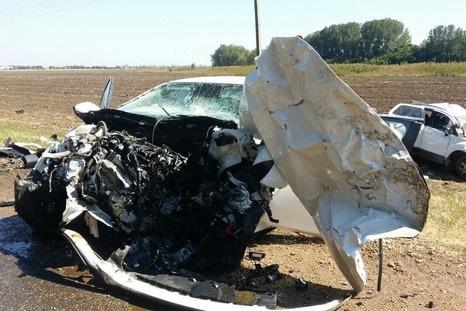 ДТП вТимашевском районе: «Мазда» и«Форд» разбились «всмятку», трое погибли