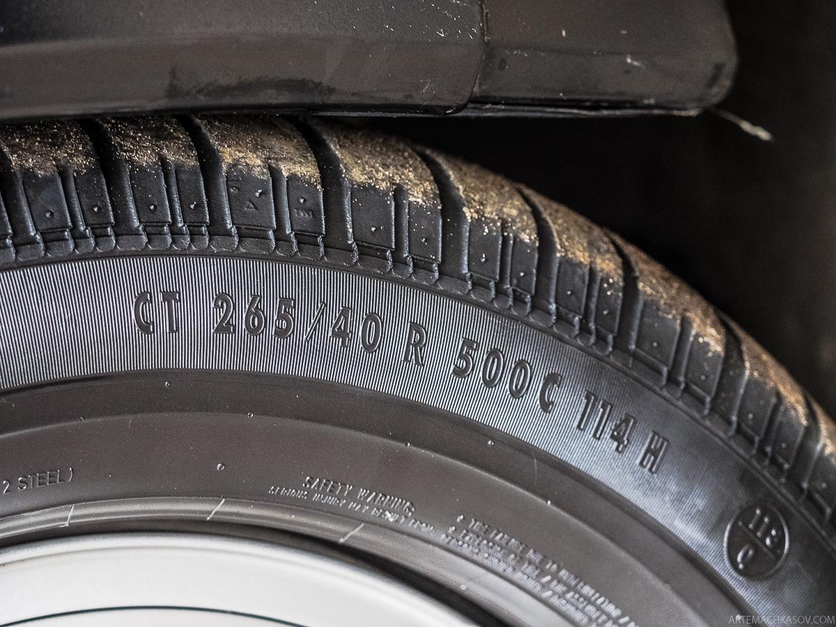 На автомобиле есть защита от прострела бензобака — благодаря специальной конструкции, отверсти