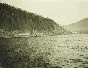 Вид на виадук на берегу озера(на 64-й версте Кругобайкальской железной дороги)